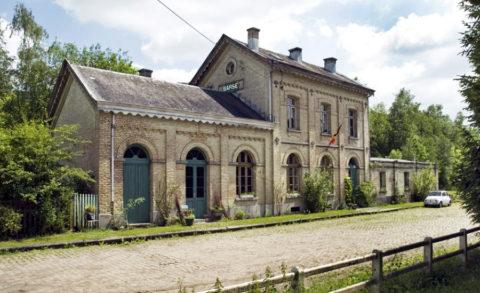 Sfeervol groeps-vakantiehuis in voormalig stationnetje Ardennen
