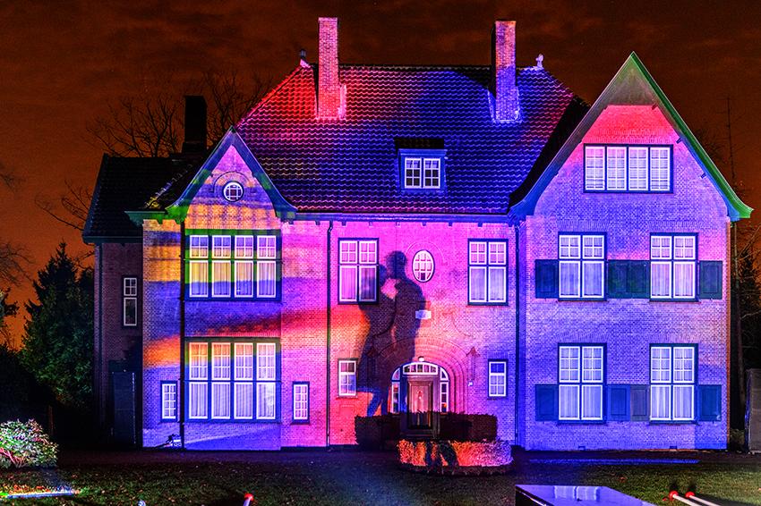 Villa Parklaan. Lichtprojecties op 2 villa's in de Parklaan door Les Orpailleurs de Lumière (foto John Mulders)