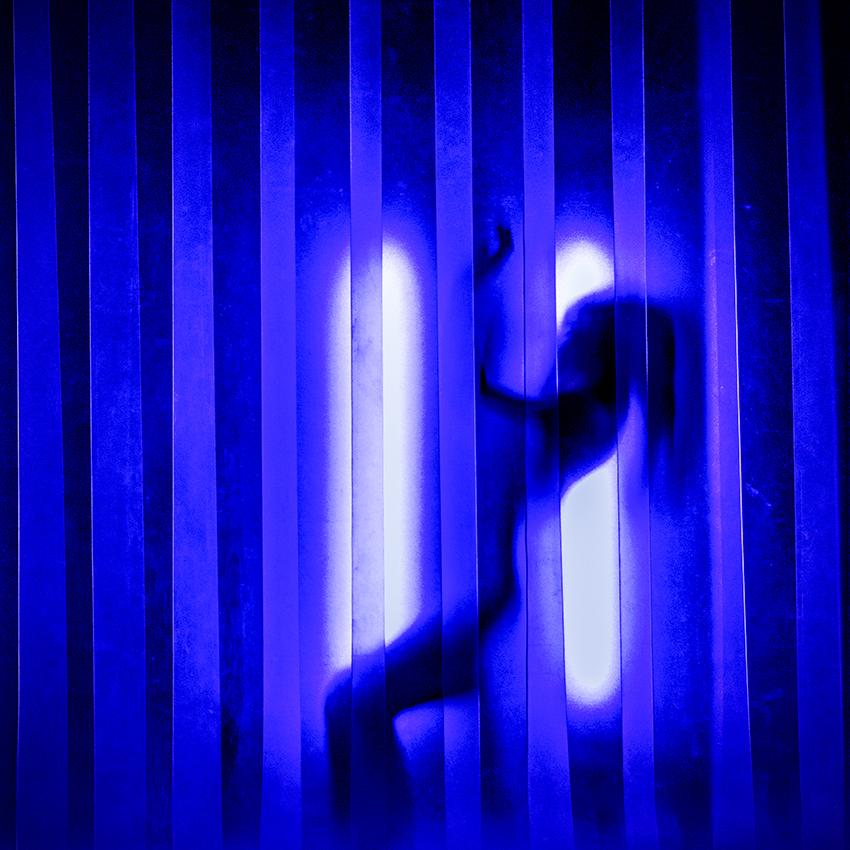 Figures that wander, vier naakte danseressen dansen, terwijl zij spelen met licht en schaduw (foto John Mulders)