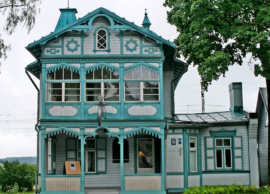 Houten-huis-in-Jurmula-(fot