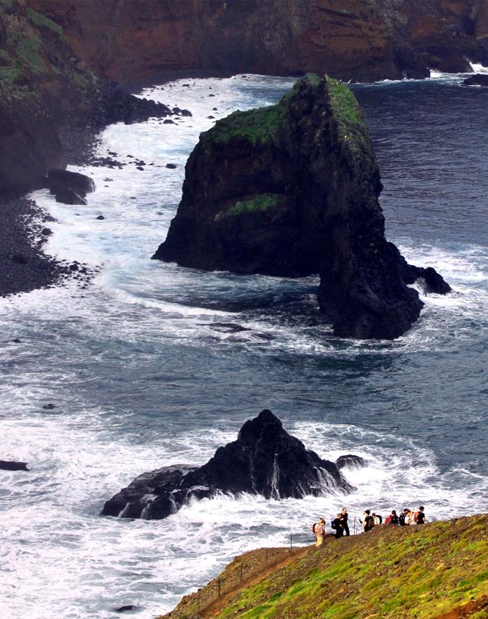 Langs-Madeira's-ruige-kust,