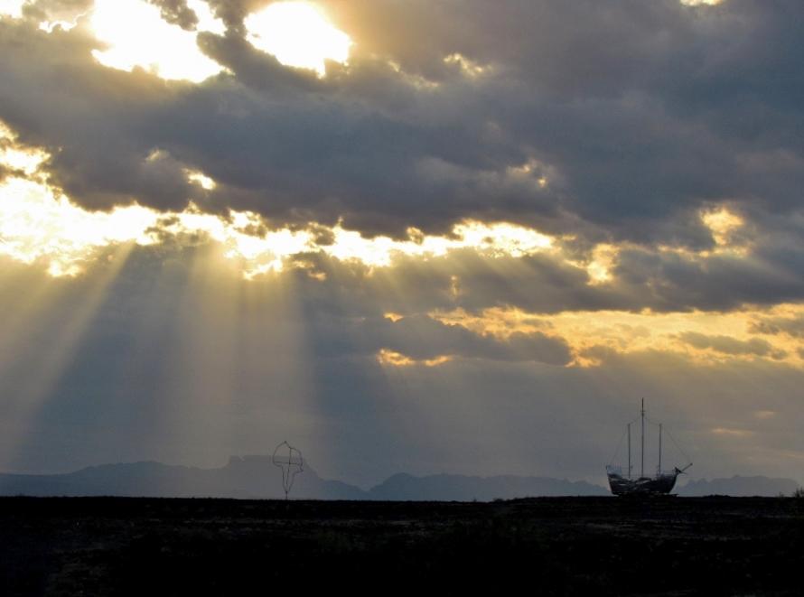 De wolken spelen met het zonlicht in Zuid Afrika (foto Jetty van der Graaf)