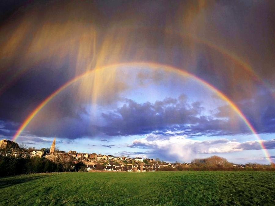 Buiging voor de regenboog ecktiv - Foto van de eetkamer ...