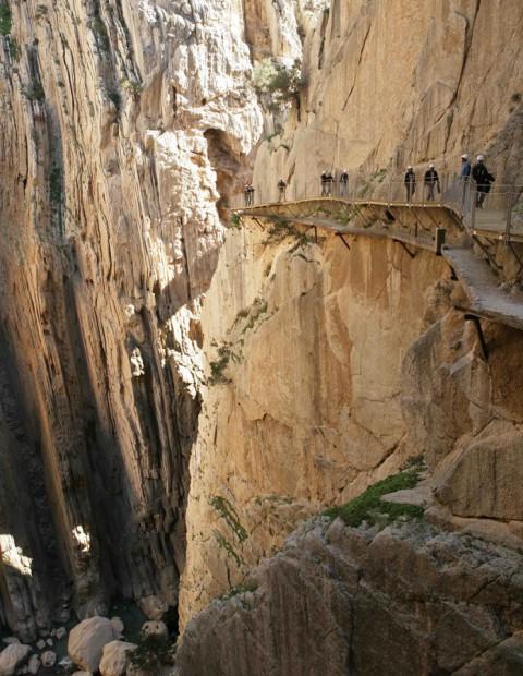 Europa's gevaarlijkste wandelpad 'El Caminito del Rey' vernieuwd en heropend