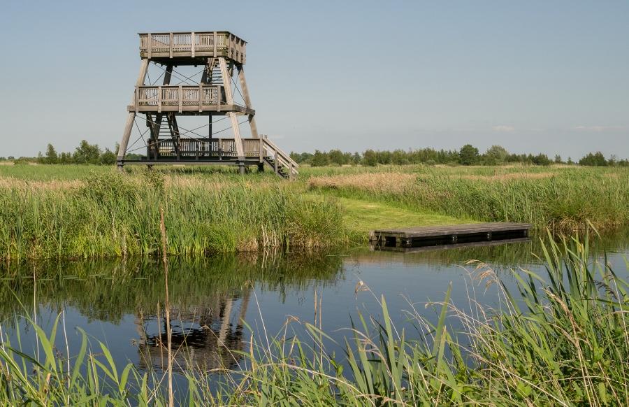 Uitkijktoren Jan Durkspolder, bereikbaar over land en vanaf het water (foto Wkimedia)