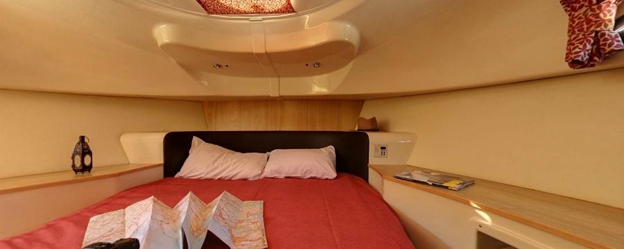 Comfortabel overnachten aan boord (foto LeBoat.nl)