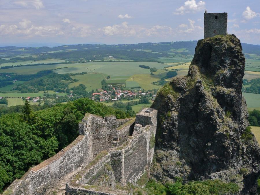 Bovenop een van Trosky's torens (foto abejorro34, flickr)