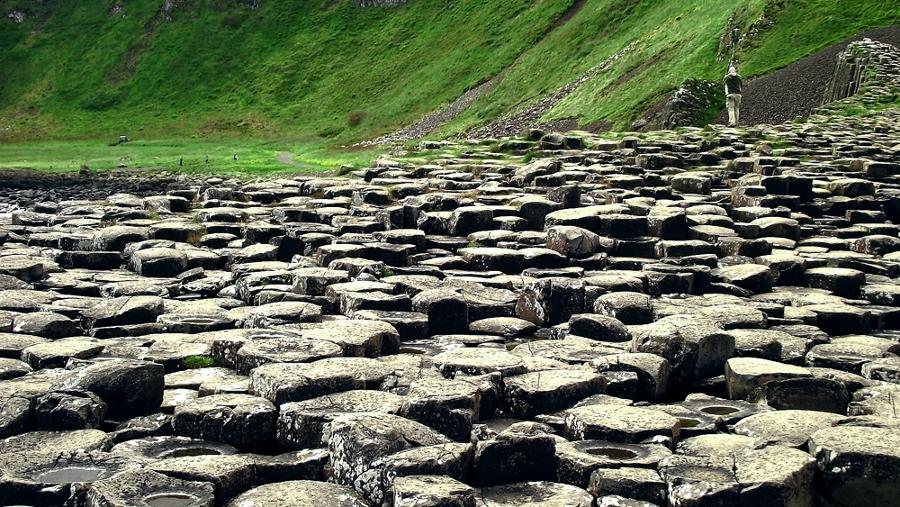 Over een dele van de Giant Cuaseway kun je lopen (foto Mireille Veldhuis, Bestemminginbeeld)