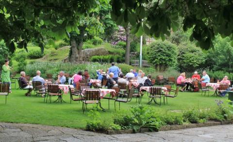 Eet mee met de Zweden in hun prachtige tuinen