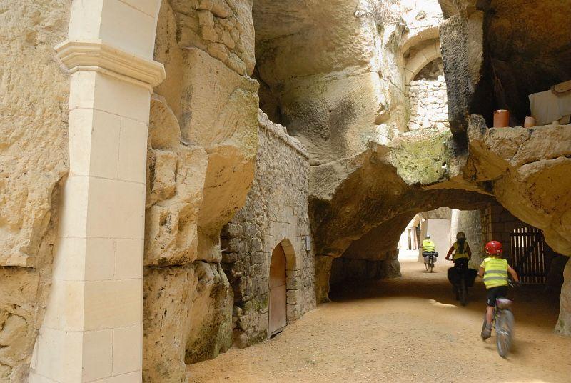passage-troglodytique-a-souzay-champigny