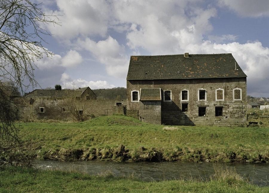 Zicht_op_de_zijgevel,_met_de_situering_in_het_landschap_-_Kerkrade_-_20385290_-_RCE (900x647)