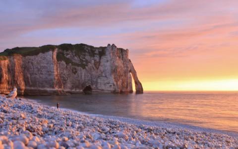 Heen en weer over de indrukwekkende krijtrotsen van Normandië