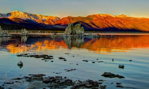 Langs de zoutpilaren van Mono Lake