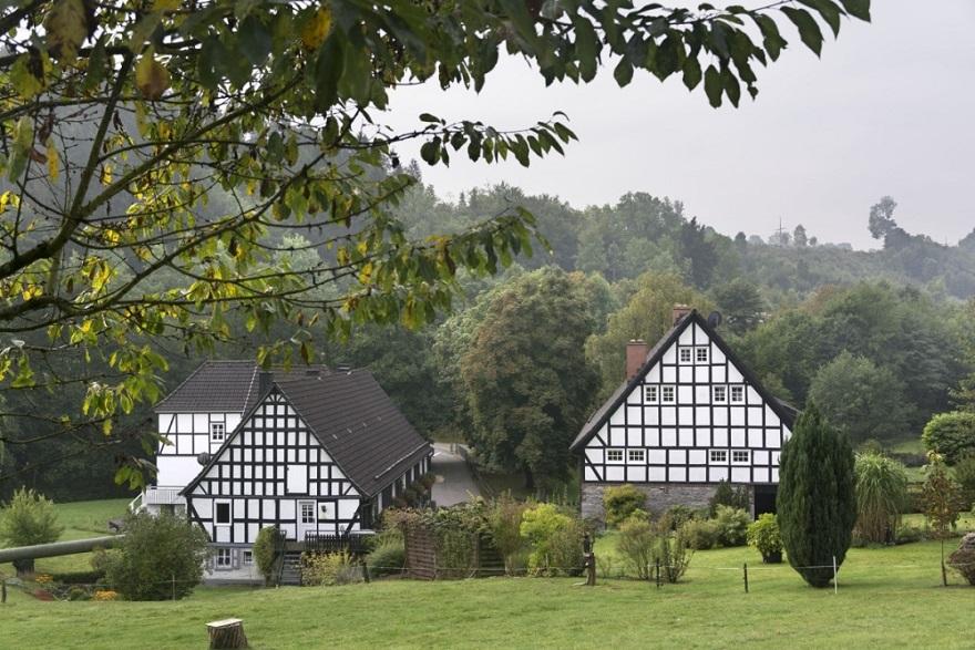 1309_0002333-vakwerkhuizen-Zur-Alten-Muhle-in-Sauerland-Duitsland