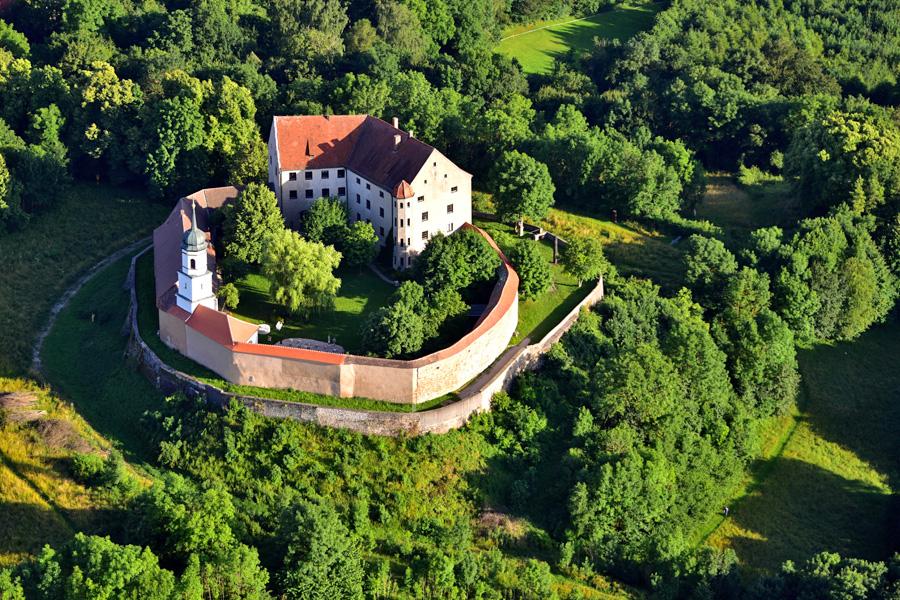 Schloss_Spielberg_(Gnotzheim)_Wolkenkratzer