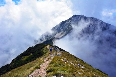 Een wandeling hoog boven het grootste meer van Italië