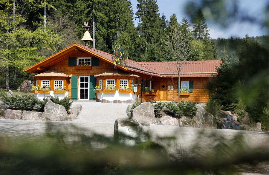 Die-bewirtschaftete-Wanderhütte-Sattelei-in-Baiersbronn,-Verena-von-Braun