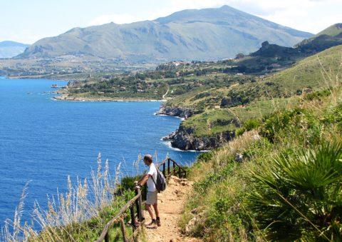 Een vroege voorjaarswandeling op Sicilië