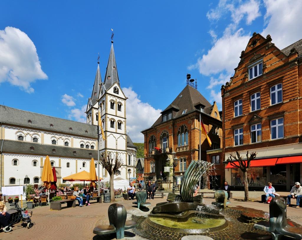 Boppard_Markt,_Brunnen,_Rathaus_und_St._Severus wikimedia (1024x814)