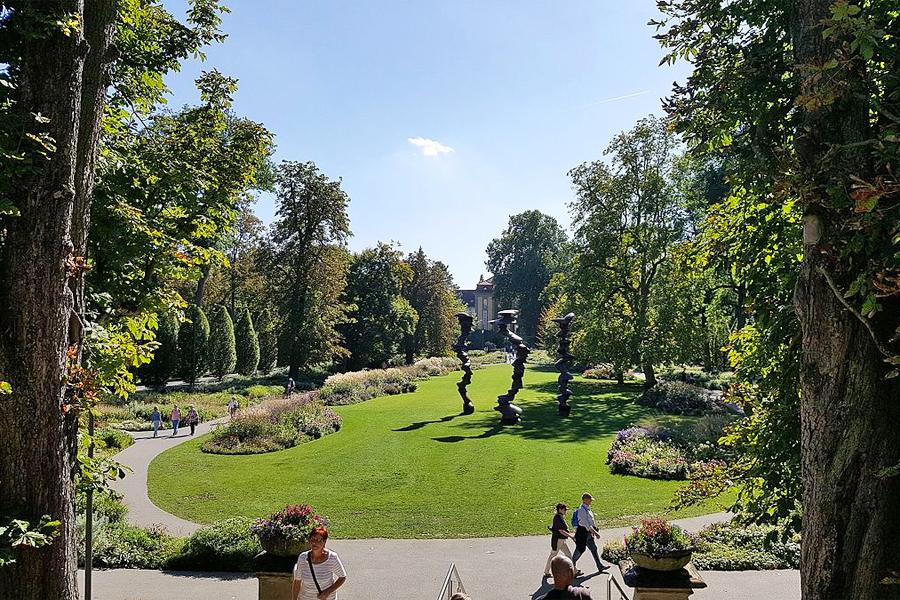 Hohenlohe1,-Blick-vom-Schloss-in-den-Hofgarten,-Triplec85,-Wikimedia