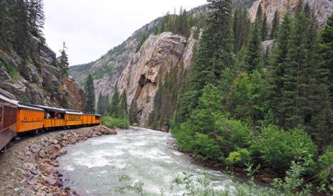 Een spectaculaire treinreis met canyon-wandeling