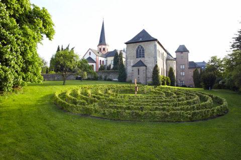 Wandelvakantie rondgaande route Eifel met overnachting in Kloster Steinfeld