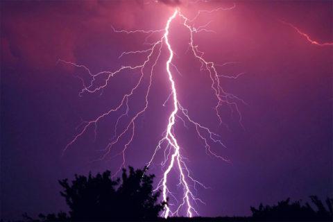 Hoe gevaarlijk is onweer tijdens een wandeling?