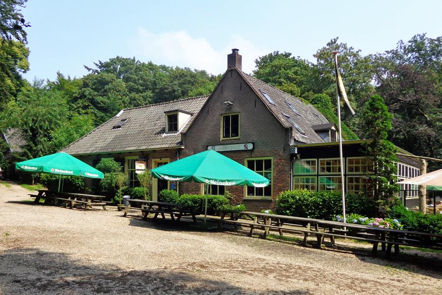 Amerongen_Veenseweg_t_Berghuis,-HenkvD,-Wikimedia