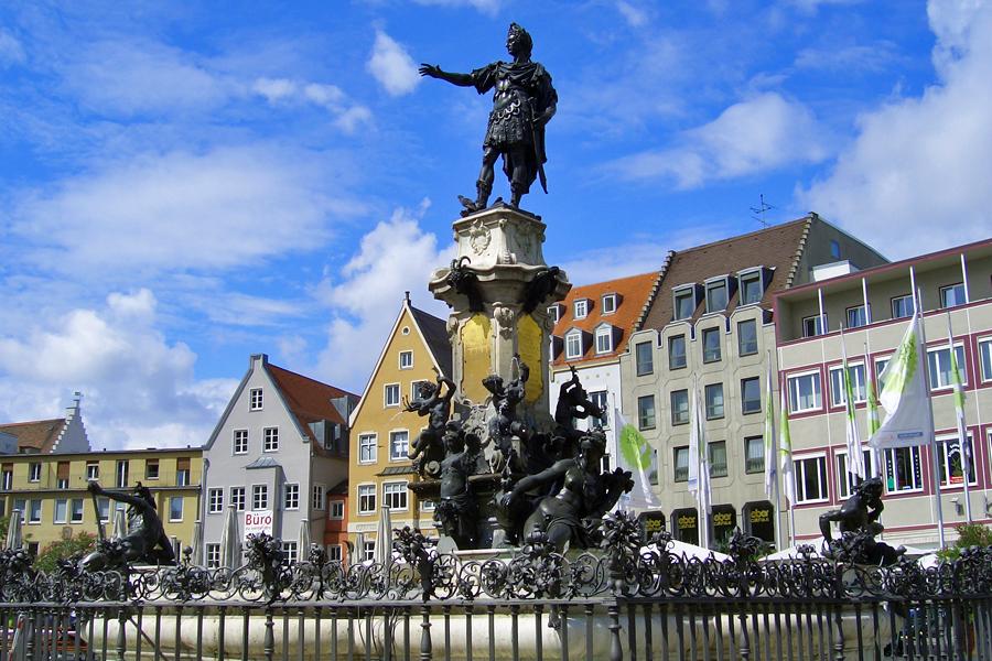 Augsburg_Augustusbrunnen_4,-Reinhardhauke,-wikimedia