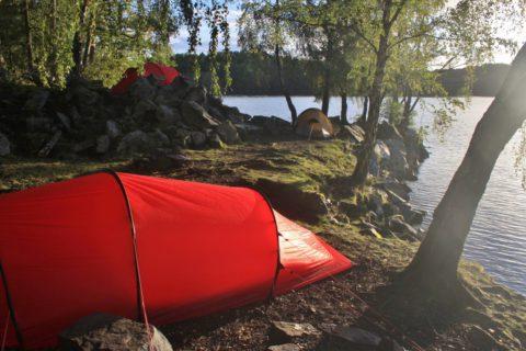 Een nacht op een eiland in een Zweeds meer