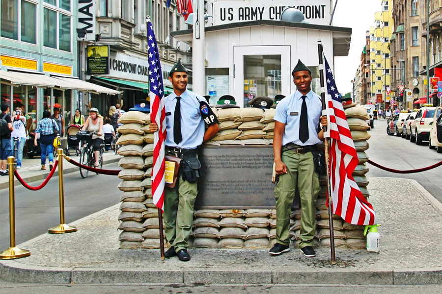 Checkpoint Charlie, foto: Coco-Parisienne, Pixabay