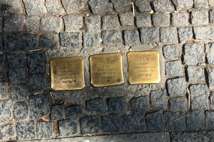 BERLIJNSE-MUUR,-gedenktegels,-Kreuzberg,--Lorie-Shaull,-Flickr