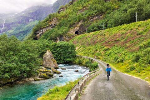 Fietsend langs de spectaculairste treinroute van Noorwegen