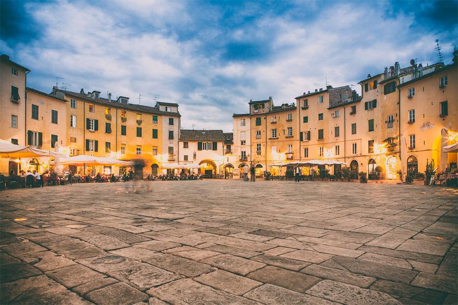 Piazza dell'Anfiteatro, foto: Thilo-Hilberer, Flickr