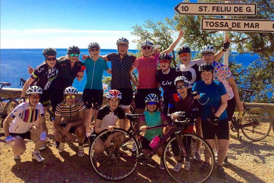Dames-fietsen-in-Spanje