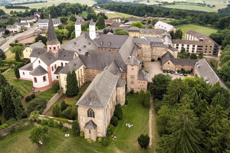 EIFELSTEIG,-Kloster-Steinfeld,-Eifel-Tourismus-GmbH---Dominik-Ketz