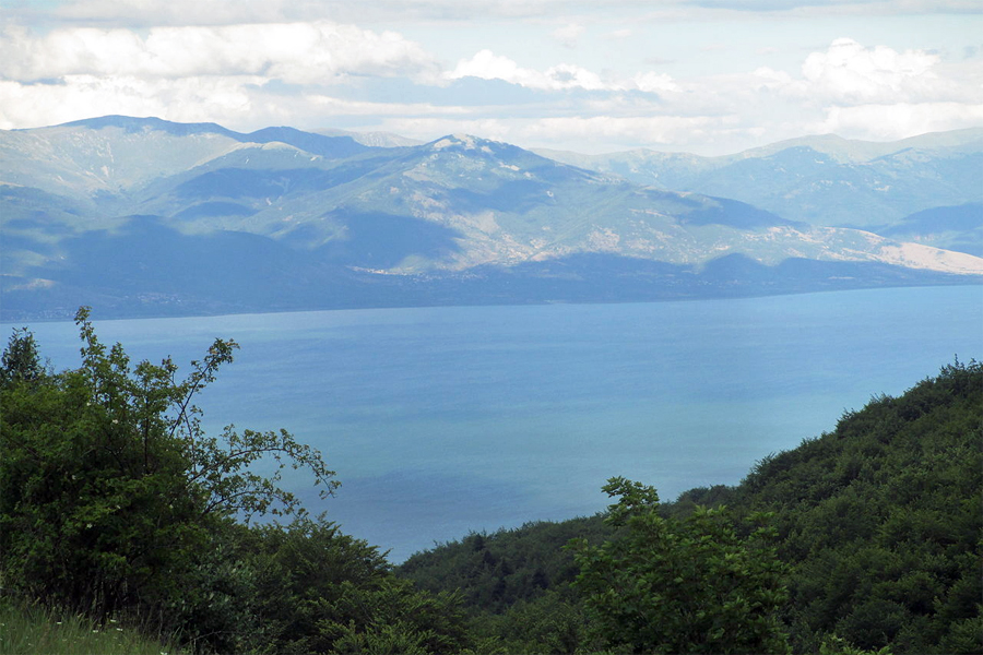 MACEDONIE,-Lake-Prespa-in-National-Park-Galicica,-Avi1111,-Wikimedia