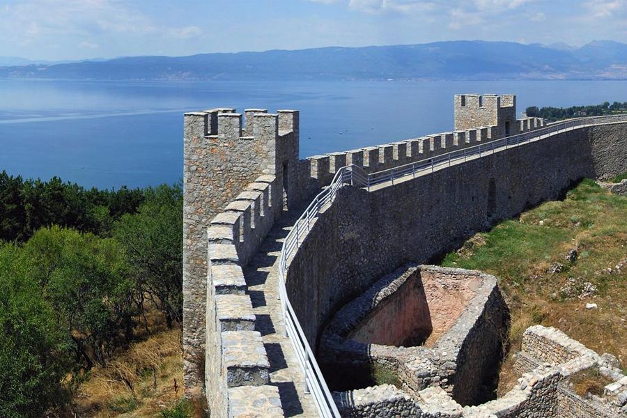 Samuil's Fort aan het meer bij Ohrid. Foto: Pudelek, Wikimedia