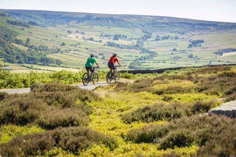 Fietsen door 'North York Moors NP', met het grootste heidegebied van Engeland