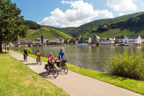 Geliefde fietsroutes in de Moezel vanuit historisch Bernkastel-Kues