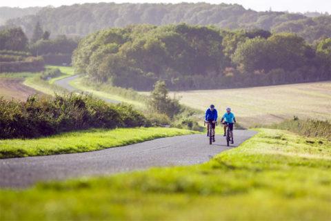 Fietsen over verlaten landweggetjes door het Engelse Lincolnshire Wolds