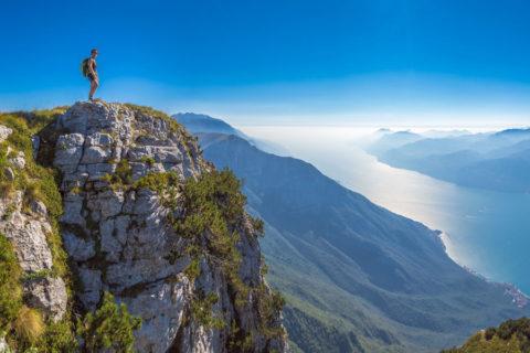 Wandelen en overnachten hoog boven het grootste meer van Italië