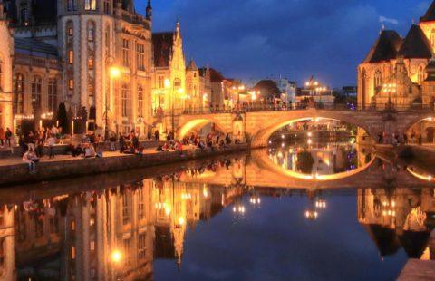 Doe je de stadswandeling door Gent overdag of 's avonds? Allebei natuurlijk.