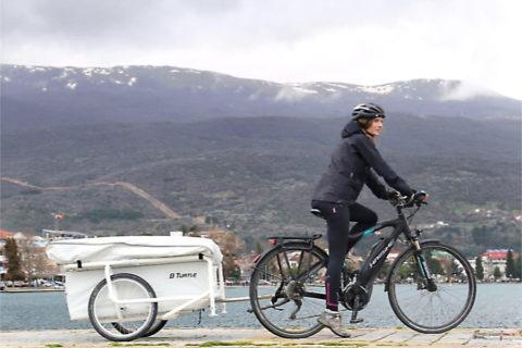 Van camping naar camping met een microcaravan achter je fiets