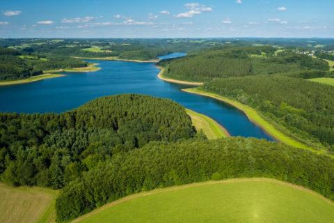 Fietsroute door indrukwekkend stuwmeer-landschap van Bergisches Land