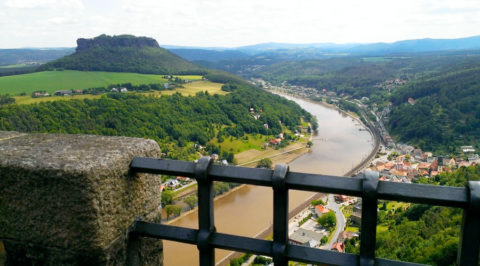 Vol afwisseling over de Elberadweg van Dresden naar Magdeburg