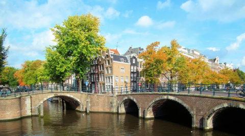 Ideale tijd voor een stadswandeling, langs de Amsterdamse grachten bijvoorbeeld