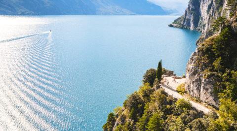 5 wandelingen met adembenemende uitzichten over grootste meer van Italië